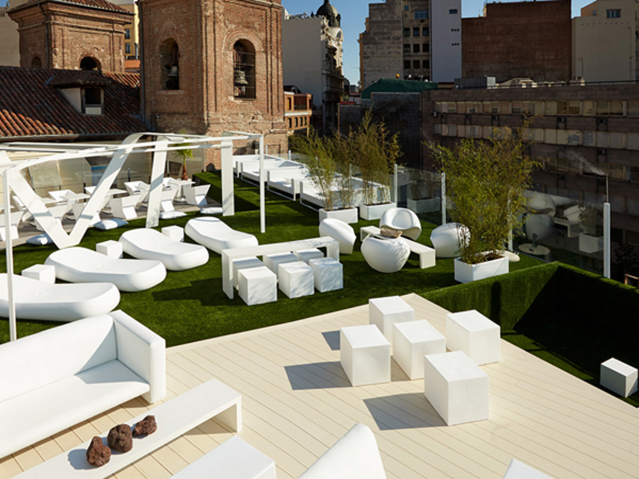 Instalaci n c sped artificial chill out terraza gymage madrid for Terraza chill out