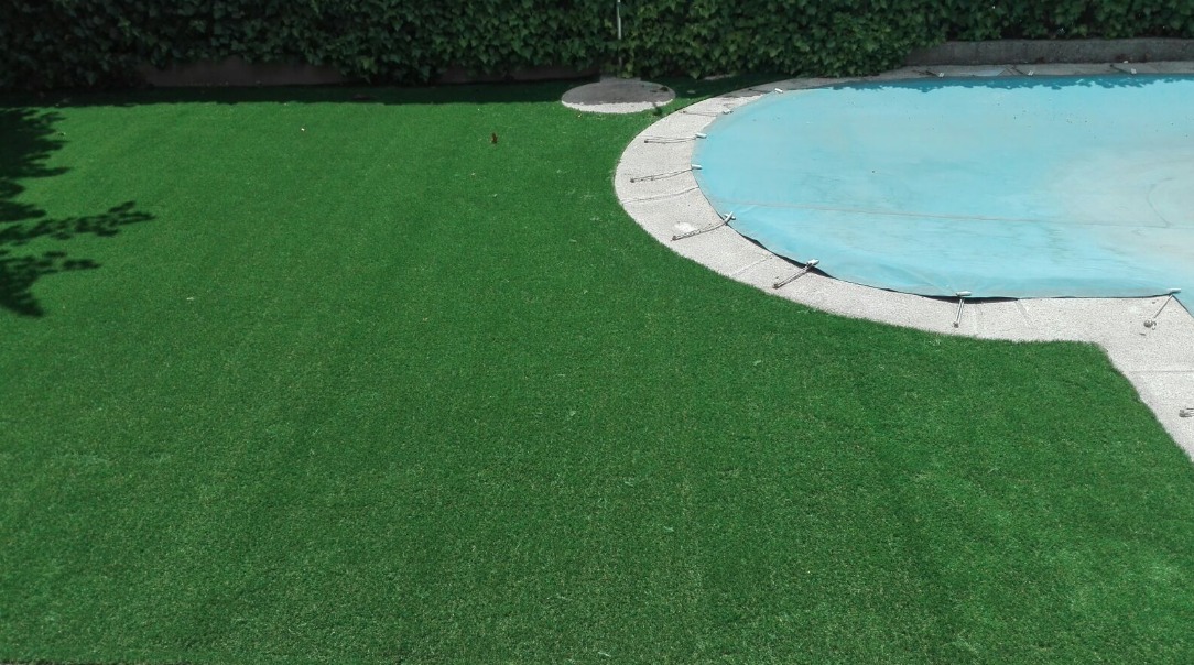 Instalacion cesped artificial madrid piscina livinggrass - Cesped artificial piscinas ...
