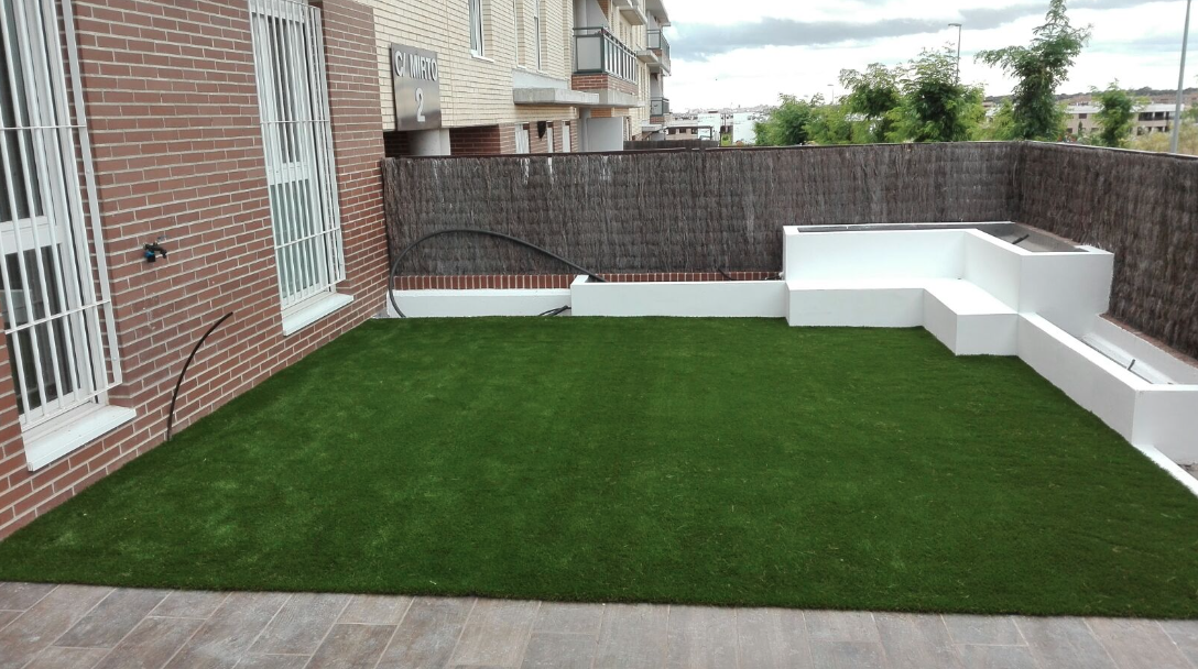Instalacion cesped artificial madrid terraza livinggrass - Cesped artificial terraza ...